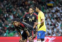 TORREÓN, Coah. 11 Octubre 11. Foto de Giovani dos Santos y Javier Hernández de la Selección de México y Thiago da Silva de la Selección de Brasil durante el partido de caracter amistoso celebrado en el Estadio TSM Corona. FOTO: STRAFFONIMAGES/ANDRÉS HERRERA **CREDITO OBLIGATORIO** **NO ARCHIVO-NO VENTAS** **SOLO USO EDITORIAL**