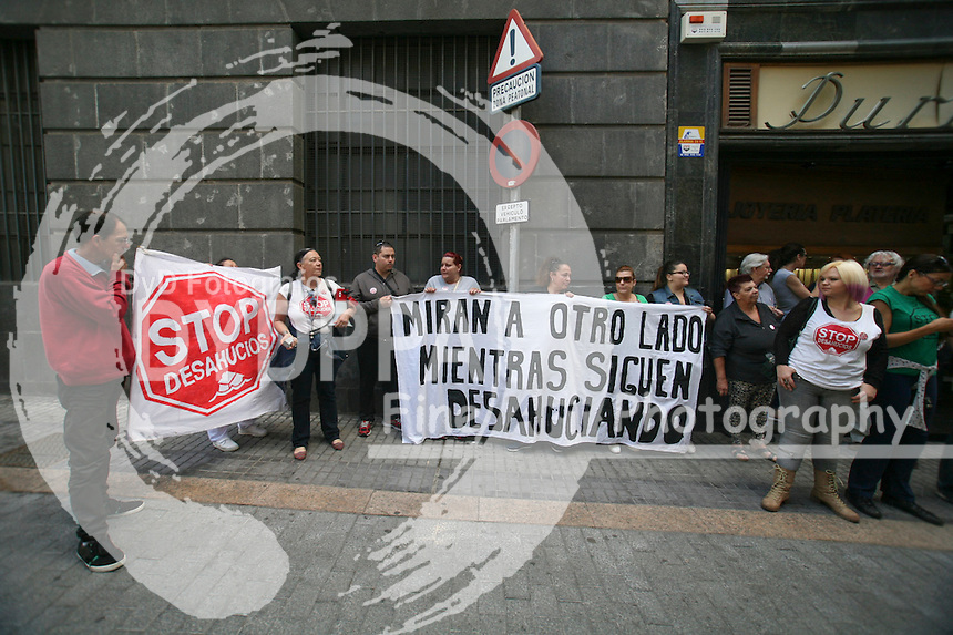 Members of Tenerife ati-eviction platform protest