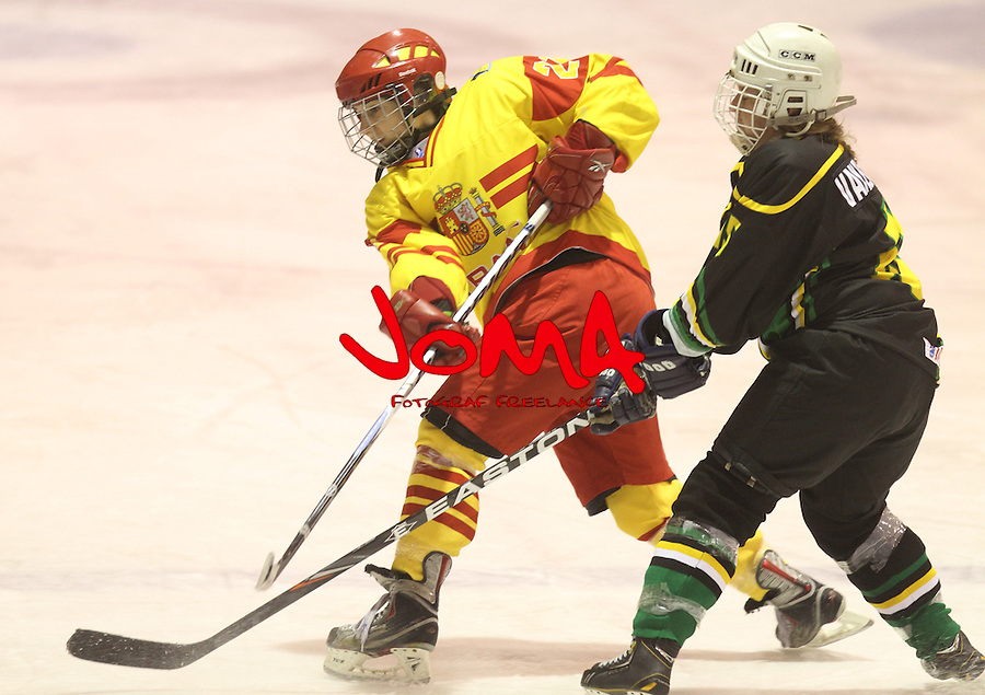 04.04.2013 Puigcerda, Spain. IIHF Ice Hockey Women's World Championship Div II Group B. Picture show Lorena Ortuno  in action during Game between Spain against South Africa
