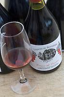 Europe/France/Bourgogne/89/Yonne/Noyers-sur-Serein les liqueurs et crèmes de fruits de Robert Gueniffrey liquoriste Crème de Cerise