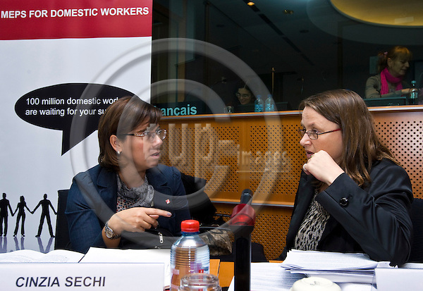 BRUSSELS - BELGIUM - 05 OCTOBER 2011 -- Solidar event at the EU- Parliament - MEPs for Domestic Workers Convention. -- Marieke KONNIG - ITUC Equlity Officer and MEP Jean LAMBERT (Green/EFA). --  PHOTO: Juha ROININEN /  EUP-IMAGES