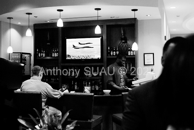 Charlotte, North Carolina.USA.March 27, 2003..Watching the war in a hotel bar.