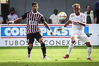 ATENÇÃO EDITOR: FOTO EMBARGADA PARA VEÍCULOS INTERNACIONAIS SANTOS,SP,03 FEVEREIRO 2013 - CAMPEONATO PAULISTA - SANTOS x SÃO PAULO  - Neymar jogador do Santos  durante partida Santos x São Paulo válido pela 05º rodada do Campeonato Paulista no Estádio Urbano Caldeira (Vila Belmiro) na tarde deste domingo (03).FOTO: ALE VIANNA -BRAZIL PHOTO PRESS).