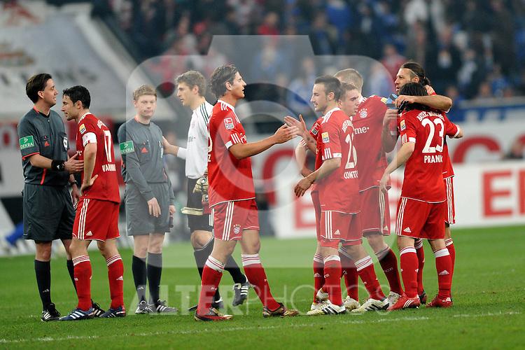 03.04.2010, VELTINS Arena, Gelsenkirchen, GER, 1. FBL, FC Schalke 04 vs. FC Bayern Muenchen, 29. Spieltag, im Bild Jubel Bayern nach dem 2-0 Sieg: Mario Gomez ( Bayern #33 ), Diego Contento ( Bayern #26 ), Philipp Lahm (Bayern #21), Bastian Schweinsteiger (Bayern #31)Martin Demichelis (Bayern #6), Danijel Pranjic  (Bayern #23). Foto © nph / Conny Kurth..