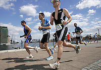 07 AUG 2005 - LONDON, UK - London Triathlon '05. (PHOTO (C) NIGEL FARROW)