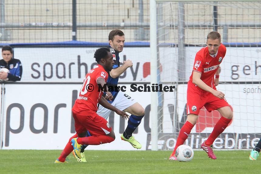 Edmond Kapllani (FSV) gegen Eke Uzoma (SVS) - FSV Frankfurt vs. SV Sandhausen, Frankfurter Volksbank Stadion