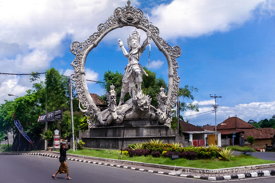 Bali, Gianyar. Another large statue in Gianyar city.