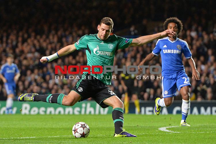 06.11.2013, Stamford Bridge, Fulham,UEFA Champions League, Gruppenphase, Pool E, Chelsea FC vs Schalke 04, im Bild <br /> <br /> Adam Szalai takes a shot at goal<br /> <br /> Foto nph / Gunn