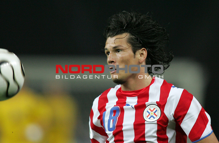 FIFA WM 2006 - Gruppe B ( Group B )<br /> Play #20 (15-Jun) - Sweden - Paraguay.<br /> Nelson Valdez from Paraguay holds the ball during the match of the World Cup in Berlin.<br /> Foto &copy; nordphoto
