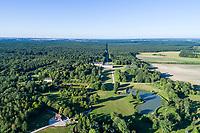 France, Loir-et-Cher (41), Cellettes, Château de Beauregard (façade sud-ouest) et le parc (vue aérienne)