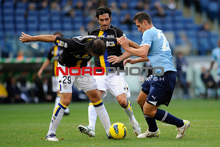 Miroslav KLOSE (Lazio) fights for the ball possession against Gabriel PALETTA and Alessandro LUCARELLI (Parma). ROMA 06/11/2011, Stadio Olimpico, Calcio, Campionato di Serie A 2011/2012, Lazio Vs Parma.<br /> Foto &copy; nph /  sportmedia<br /> ***** Attention only for GER, CRO, SUI *****