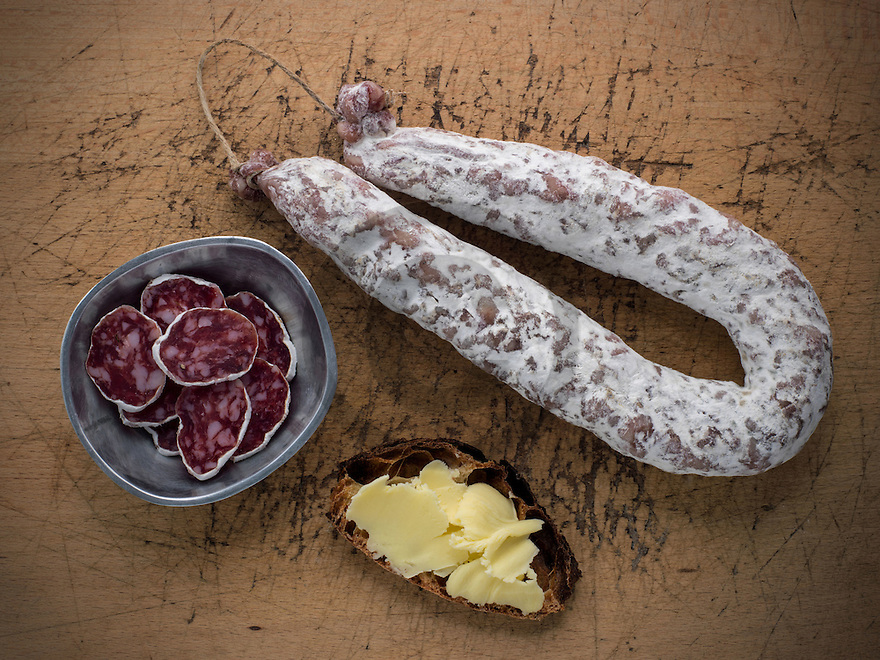 14/01/15 - ORLEAT - PUY DE DOME - FRANCE - Mise en scene studio de saucisson d Auvergne - Photo Jerome CHABANNE