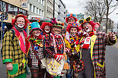Düsseldorf, Deutschland. 27 February 2017. Clowns on their way to the parade. Carnival parade on Shrove Monday (Rosenmontag) in Düsseldorf, North Rhine-Westphalia, Germany.