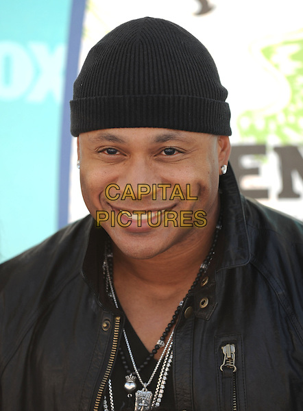 JAMES TODD SMITH aka LL Cool J & family.Fox Teen Choice 2010 Awards held at he Universal Ampitheatre in Universal City, California, USA..August 8th, 2010    .headshot portrait black beanie hat smiling necklaces beads.CAP/RKE/DVS.©DVS/RockinExposures/Capital Pictures.