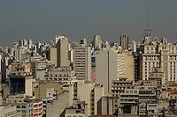 SÃO PAULO SP, 13.08.2015 - CLIMA-SP - Vista da cidade de São Paulo e tempo seco e faixa de poluição na tarde desta quinta-feira, 13.  (Foto: Renato Mendes / Brazil Photo Press)