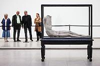"""Berlin, Kunstwerk von Berlinde De Bruyckere, """"Robin V., 2007"""".beim Ausstellung """"Body Pressure, Skulptur seit den 1960er Jahren"""" am Freitag (24.05.13) in Nationalgalerie Hamburger Bahnhof, Museum für Gegenwart, Berlin."""