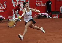 BOGOTA - COLOMBIA - FEBRERO 21: Mariana Duque de Colombia, devuelve la bola a Jelena Jankovic de Serbia, durante partido por la Copa de Tenis WTA Bogotá, febrero 19 de 2013. (Foto: VizzorImage / Luis Ramírez / Staff). Mariana Duque from Colombia, returns the ball to Jelena Jankovic from Serbia, during a match for the WTA Bogota Tennis Cup, on February 21, 2013, in Bogota, Colombia. (Photo: VizzorImage / Luis Ramirez / Staff) .........