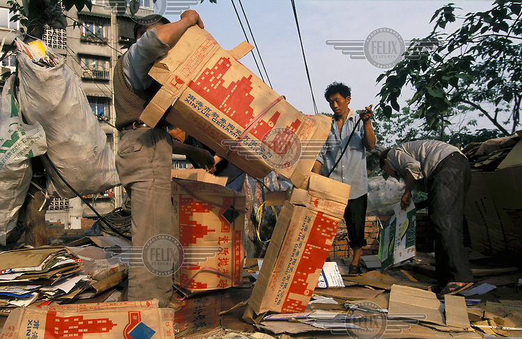 China, Sichuan, Chengdu..Environment. Poverty. Re-cycling cardboard business...© Mark Henley