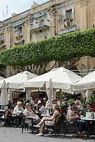 Straßencafé in Valletta, Malta, Europa