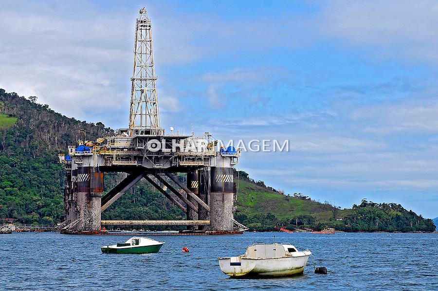 Plataforma de perfuração de petroleo. Angra dos Reis. Rio de Janeiro. 2007. Foto de Luciana Whitaker.