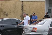 SAO PAULO, SP, 27 DE FEVEREIRO 2012 -Santo Andre - Familiares de  Mitchail Gabriel Perreira de nove anos no IML de Santo Andre para liberar o corpo e seguir para o velorio na Vila Formosa.O Menino morreu depois de ser atropelado por um jet ski em uma represa dentro do Clube Náutico Tahiti, na rodovia Índio-Tibiriçá, km 42,5, em Ribeirão Pires.Na tarde de ontem (FOTO: ADRIANO LIMA / BRAZIL PHOTO PRESS).