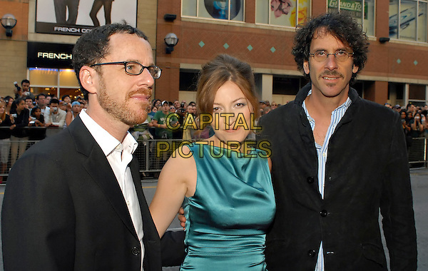 """JOEL COEN, KELLY MACDONALD & ETHAN COEN.At the """"No Country For Old Men"""" Premiere (Elgin Theatre) during the 32nd Annual Toronto International Film Festival, Toronto, Ontario, Canada , 08 September 2007..half length  The coen Brothers glasses green dress .CAP/ADM/BPC.©Brent Perniac/Admedia/Capital Pictures"""