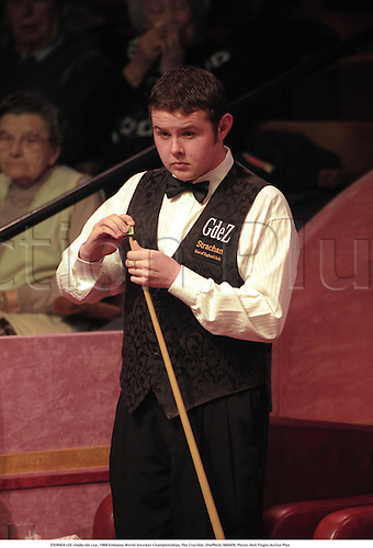STEPHEN LEE chalks his cue, 1998 Embassy World Snooker Championships, The Crucible, Sheffield, 980429. Photo: Neil Tingle/Action Plus...1998.ball preparation
