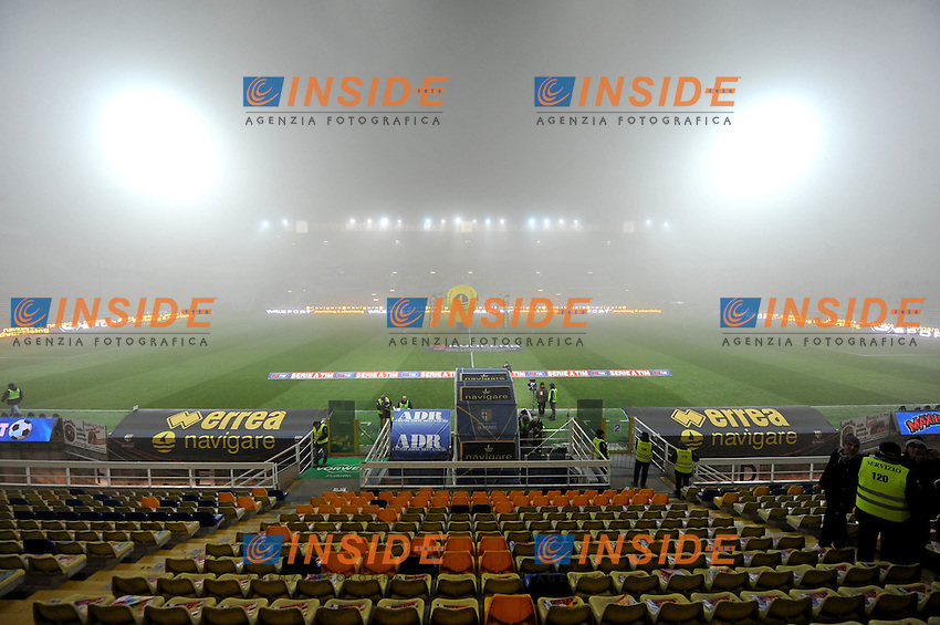 """la fitta nebbia nello stadio Ennio Tardini.Parma 4/12/2011 Stadio """"Ennio Tardini"""".Serie A 2011/2012.Football Calcio Parma Vs Palermo.Foto Insidefoto Alessandro Sabattini."""