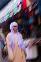 Afrique/Afrique du Nord/Maroc/Rabat: femme dans la dans la médina