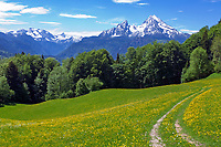 DEU, Deutschland, Bayern, Oberbayern, Berchtesgadener Land: der Watzmann (2.713 m) - Deutschlands zweithoechster Berg, links das Hagengebirge | DEU, Germany, Bavaria, Upper Bavaria, Berchtesgadener Land: Watzmann mountain (2.713 m), left Hagen mountains
