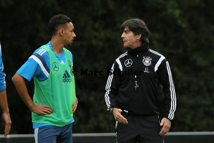 Bundestrainer Joachim Löw und Karim Bellarabi- Training der Deutschen Nationalmannschaft in Frankfurt