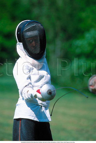 CHILDREN'S FENCING, PGL Adventure Holiday, Boreatton Park, Shropshire, 010523. Photo: Neil Tingle/Action Plus...2001.child.children.kids.boy.boys.infant.infants.Youngster.Youngsters.girls.girl.female