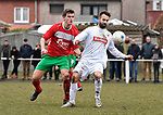 2018-03-04 / voetbal / seizoen 2017-2018 / White Star - Oud-Turnhout / Michiel Huygaerts (r) (White Star) probeert de bal te controleren onder druk van Brendt Bisschops (l) (Oud-Turnhout)
