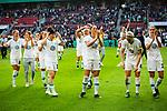 01.05.2019, RheinEnergie Stadion , Köln, GER, DFB Pokalfinale der Frauen, VfL Wolfsburg vs SC Freiburg, DFB REGULATIONS PROHIBIT ANY USE OF PHOTOGRAPHS AS IMAGE SEQUENCES AND/OR QUASI-VIDEO<br /> <br /> im Bild | picture shows:<br /> die Mannschaft der VfL Wolfsburg Frauen lässt sich nach dem Gewinn des DFB Pokals ausgiebig feiern, <br /> <br /> Foto © nordphoto / Rauch