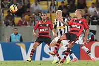 RIO DEJANEIRO, RJ, 25.09.2013 - Paulinho do Flamengo durante partida contra o Botafogo pelas quartas de final da Copa do Brasil no Estádio do Maracanã nesta quarta-feira. (Foto. Néstor J. Beremblum / Brazil Photo Press).
