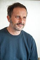 Matteo Nucci è nato a Roma nel 1970. Ha studiato il pensiero antico, ha pubblicato saggi su Empedocle, Socrate e Platone e una nuova edizione del Simposio platonico. Nel 2009 è uscito il suo primo romanzo, Sono comuni le cose degli amici (Ponte alle Grazie), finalista al Premio Strega, seguito nel 2011 da Il toro non sbaglia mai (Ponte alle Grazie). Roma 22 marzo 2017. © Leonardo Cendamo