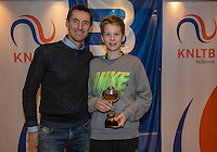 Hilversum, Netherlands, December 4, 2016, Winter Youth Circuit Masters, 3 th place boys 14 years Teun Rozenberg with Fedcup  captain Paul Haarhuis.<br /> Photo: Tennisimages/Henk Koster