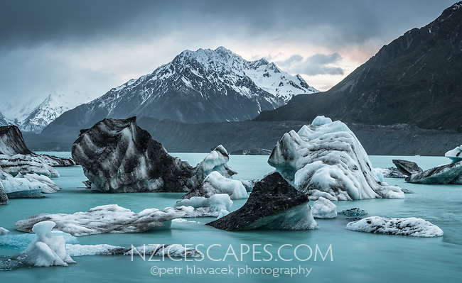 Dusk at Tasman Lake with icebergs, Aoraki Mt. Cook National Park, UNESCO World Heritage Area, Mackenzie Country, New Zealand, NZ