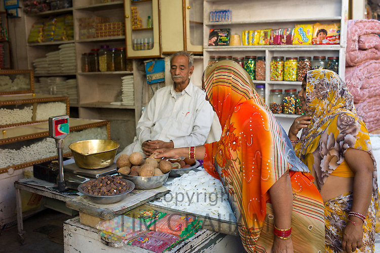 Indian women shopping for food at Tambaku Bazar in Jodhpur Old Town, Rajasthan, Northern India