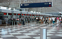 Helmut Jahn: United Terminal. Chicago/O'Hare.  Photo '88.