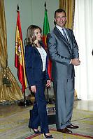 LISBOA, PORTUGAL, 31 DE MAIO 2012 - VISISTA FAMILIA REAL ESPANHOLA A LISBOA - O principe Felipe e a princesa Letizia durante encontro com personalidades portuguesas (social, cultural e empresarial) na residencia do embaixador espanhol em Lisboa, nesta quinta-feira dia 31, no segundo dia dos tres programados da visita Portugal.  (FOTO: BILLY CHAPPEL / ALFAQUI / BRAZIL PHOTO PRESS).