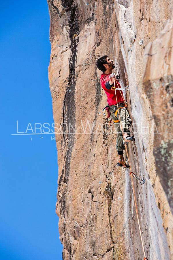 Carlos Lastra on Gran Pared (main sector) - route 'Tres dias, tres noches' - 7b; Valle des los Condores