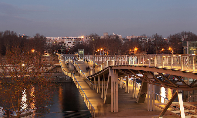 The Passerelle Simone-de-Beauvoir (Bercy-Tolbiac), 2006, by Dietmar Feichtingher, Paris, France. Footbridge across the Seine River, the lenticular truss bridge with penticular web links the esplanade of the Bibliotheque de France to the park of Bercy. Picture by Manuel Cohen