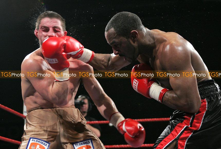 Richard Williams vs Marcin Piatkowski - Middleweight contest at Goresbrook Leisure Centre, Dagenham - 24/02/06 - (Gavin Ellis)