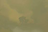 """Alta Floresta Mato Grosso 24 08 2008 - Desmatamento e queimadas em áreas protegidas no norte do Mato Grosso. A série """"Uma certa Amazônia"""" realizada durante a primeira década do século  21, quando os eventos extremos de cheia e vazante na Amazônia revelaram que algo de muito errado está acontecendo com o clima do planeta. Mudanças cada vez mais drásticas no regime das águas da bacia dos rios Negro e Solimões provocaram impactos como a fome, sede, doenças e mortandade de animais. O cotidiano das populações tradicionais e a paisagem amazônica mudaram definitivamente. Uma situação de extremos, onde as vazantes estão, a cada ano, se transformando em catástrofes e as cheias mostrando-se cada vez mais trágicas. Este cenário que a cada vez mais perde áreas de florestas para o agronégocio, principalmente  as plantações de soja e milho, assim como a criação de gado, além da pressão sofrida pela industria madereira em áreas de preservação permanente e também em terras indígenas, além  da exploração mineral e a ameaça pelas grandes obras de infra-estrutura do governo brasileiro fazem da Amazônia um dos ecossistemas mais frágeis perante a ação do homem. (foto Aberto Cesar Araujo)"""
