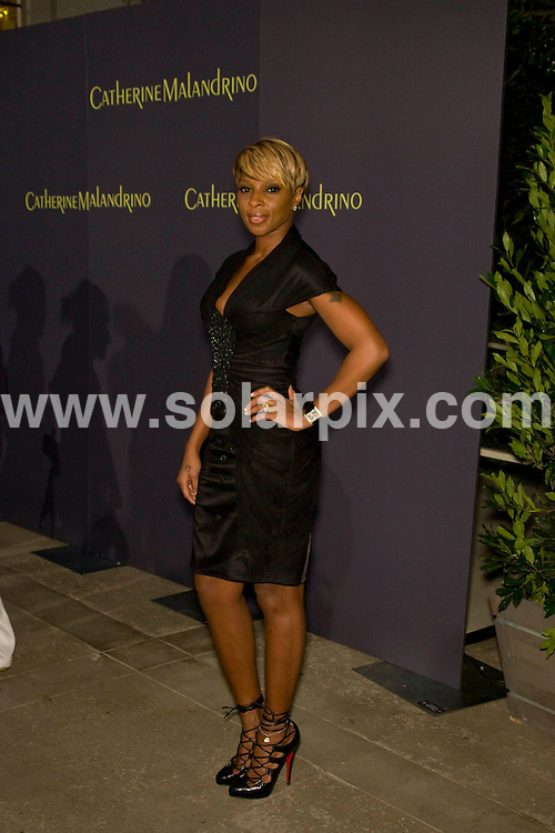 **ALL ROUND PICTURES FROM SOLARPIX.COM**.**SYNDICATION RIGHTS FOR UK, SPAIN, PORTUGAL, AUSTRALIA, S.AFRICA & DUBAI (U.A.E) ONLY**.the Grand Opening of Catherine Malandrino Maison in West Hollywood, California, USA. 20th October 2008..This pic: Mary J Blige..JOB REF: 7646 PHZ (Hatcher)   DATE: 20_10_2008.**MUST CREDIT SOLARPIX.COM OR DOUBLE FEE WILL BE CHARGED* *UNDER NO CIRCUMSTANCES IS THIS IMAGE TO BE REPRODUCED FOR ANY ONLINE EDITION WITHOUT PRIOR PERMISSION*