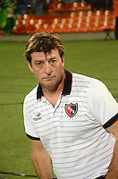 MEDELLIN- COLOMBIA - 13-02-2014: Alfredo Berti, técnico del Newell´s Old Boys de Argentina, durante partido entre Atletico Nacional y Newell´s Old Boys de la segunda fase, grupo 6, de la Copa Bridgestone Libertadores en el estadio Atanasio Girardot, de la ciudad de Medellin.  / Alfredo Berti, coach of Newell´s Old Boys of Argentina, during a match between Atletico Nacional and Newell´s Old Boys for the second phase, group 4, of the Copa Bridgestone Libertadores in the Atanasio Girardot stadium in Medellin city. Photo: VizzorImage / Luis Rios / Str.