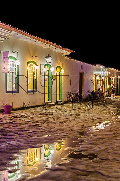 Vista noturna do centro histórico, Paraty- RJ, 12/2013.