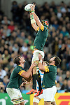 ENG - London, England, October 30: During the bronze medal match between South Africa (green/gold) and Argentina (blue/white) on October 30, 2015 at The Stadium, Queen Elizabeth Olympic Park in London, England. Final score 24-13 (HT 16-0). (Photo by Dirk Markgraf / www.265-images.com) *** Local caption *** Victor Matfield #5 of South Africa is lifted by Eben Etzebeth #4 of South Africa (l) and Frans Malherbe #3 of South Africa (r)