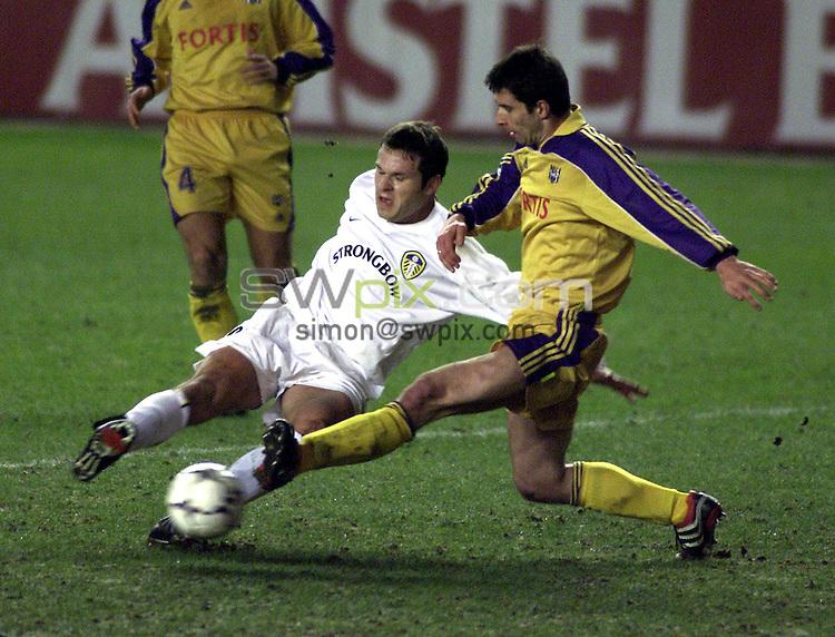 Pix, Shaun Flannery\SWPIX. UEFA Champions League..Leeds United v RSC Anderlecht,13/02.2001...COPYRIGHT PICTURE>>SIMON WILKINSON>>01943 - 436649>>..Leeds Mark Viduka fires in a shot